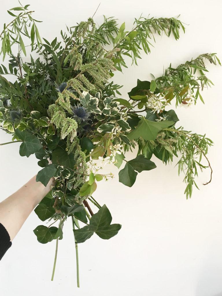 geplukt en gekochte bloemen en groen